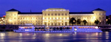 Budapest by night - Folklore evening on the Danube